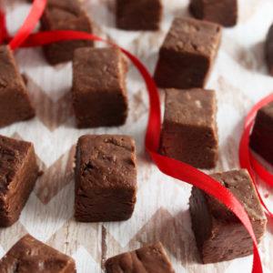 Classic Dairy-Free Cocoa Fudge! 100% #vegan and #glutenfree! #easy #fudge #veganfudge #veganchristmas #christmasgifts #bohemianvegankitchen