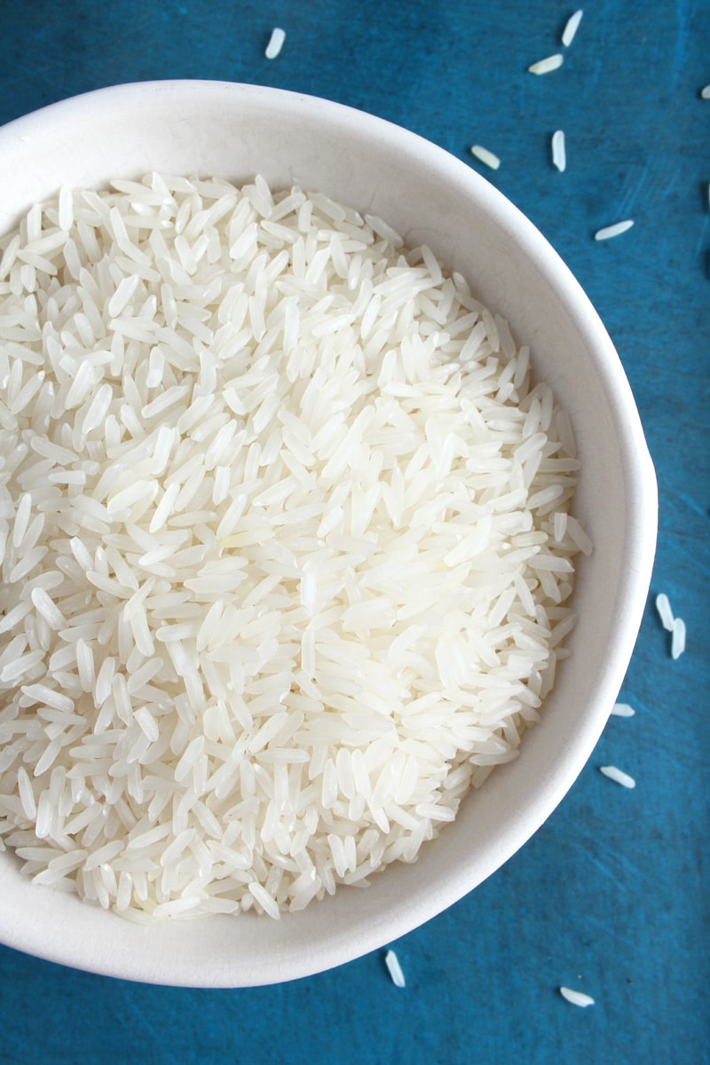 Picture from above: white rice closeup in bowl.