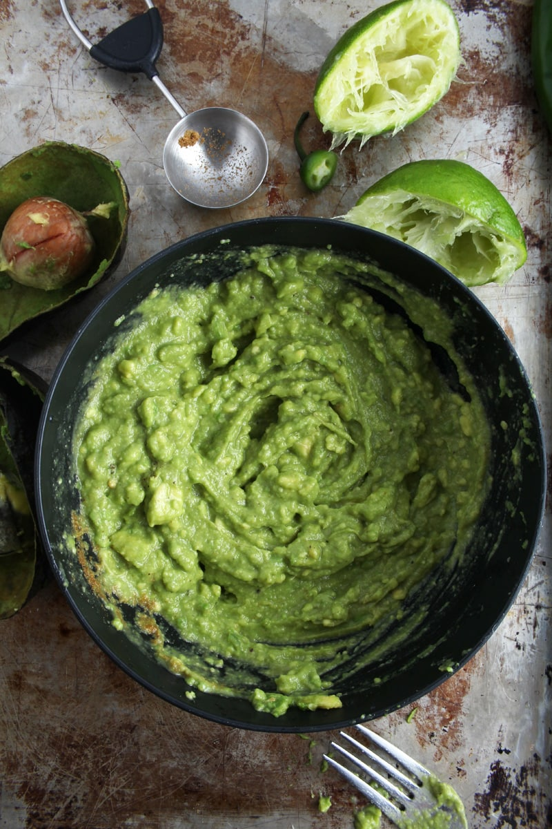 Picture of guacamole seasoned and ready to eat.