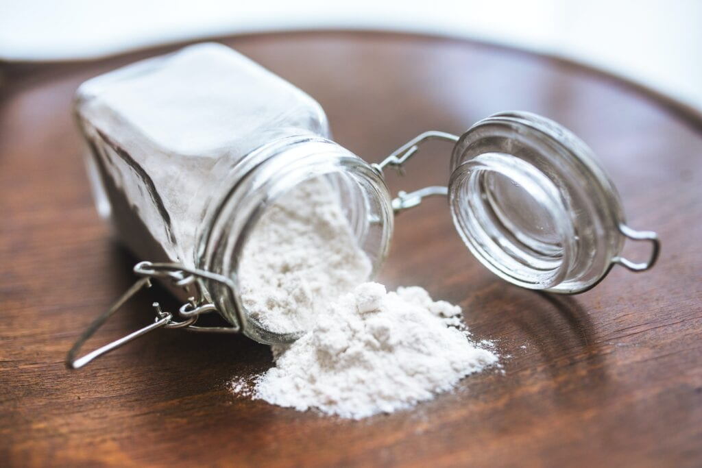 substitute eggs in baking: picture of spilled baking soda